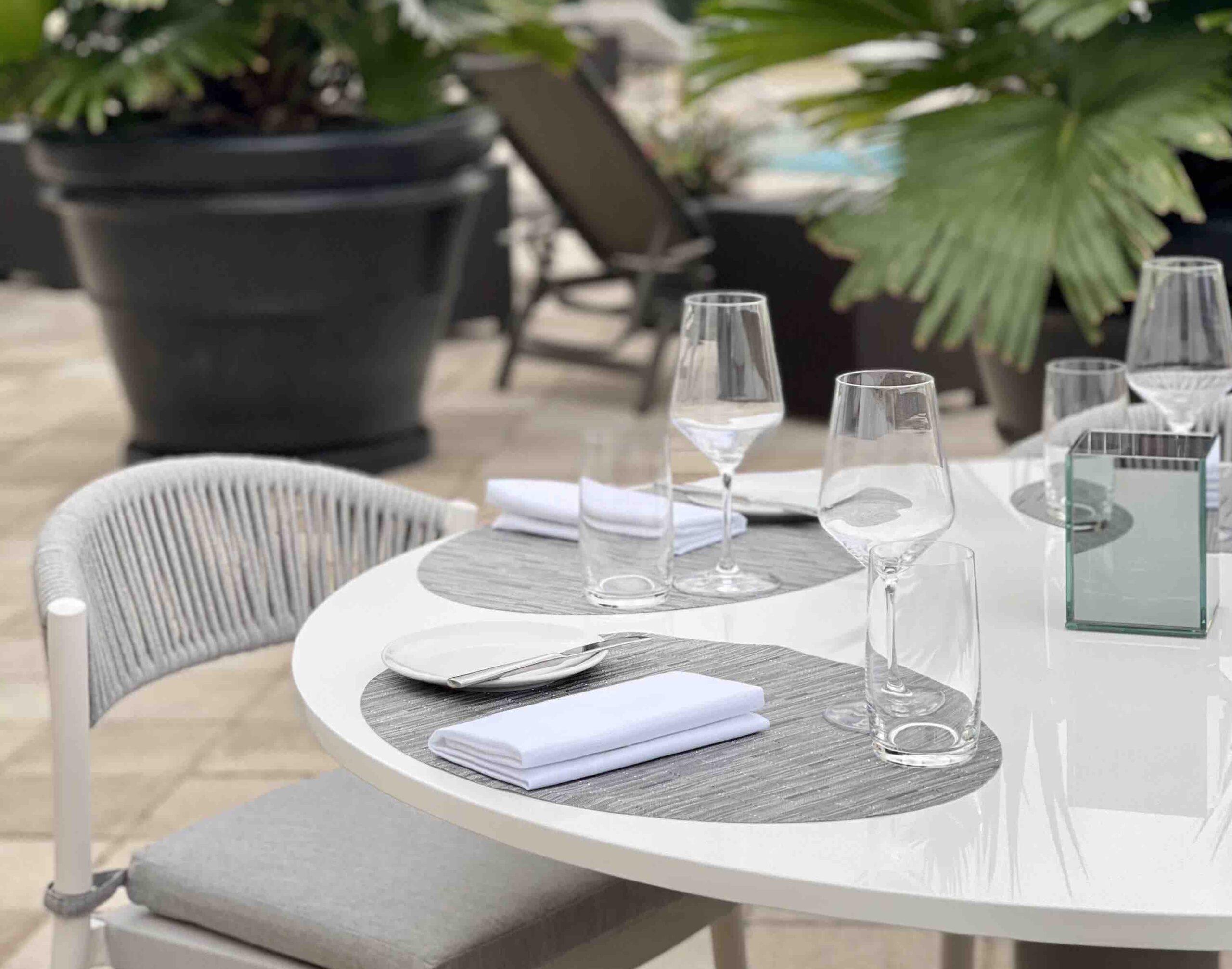 Ambassador Grill, Palm Beach - Dining Table